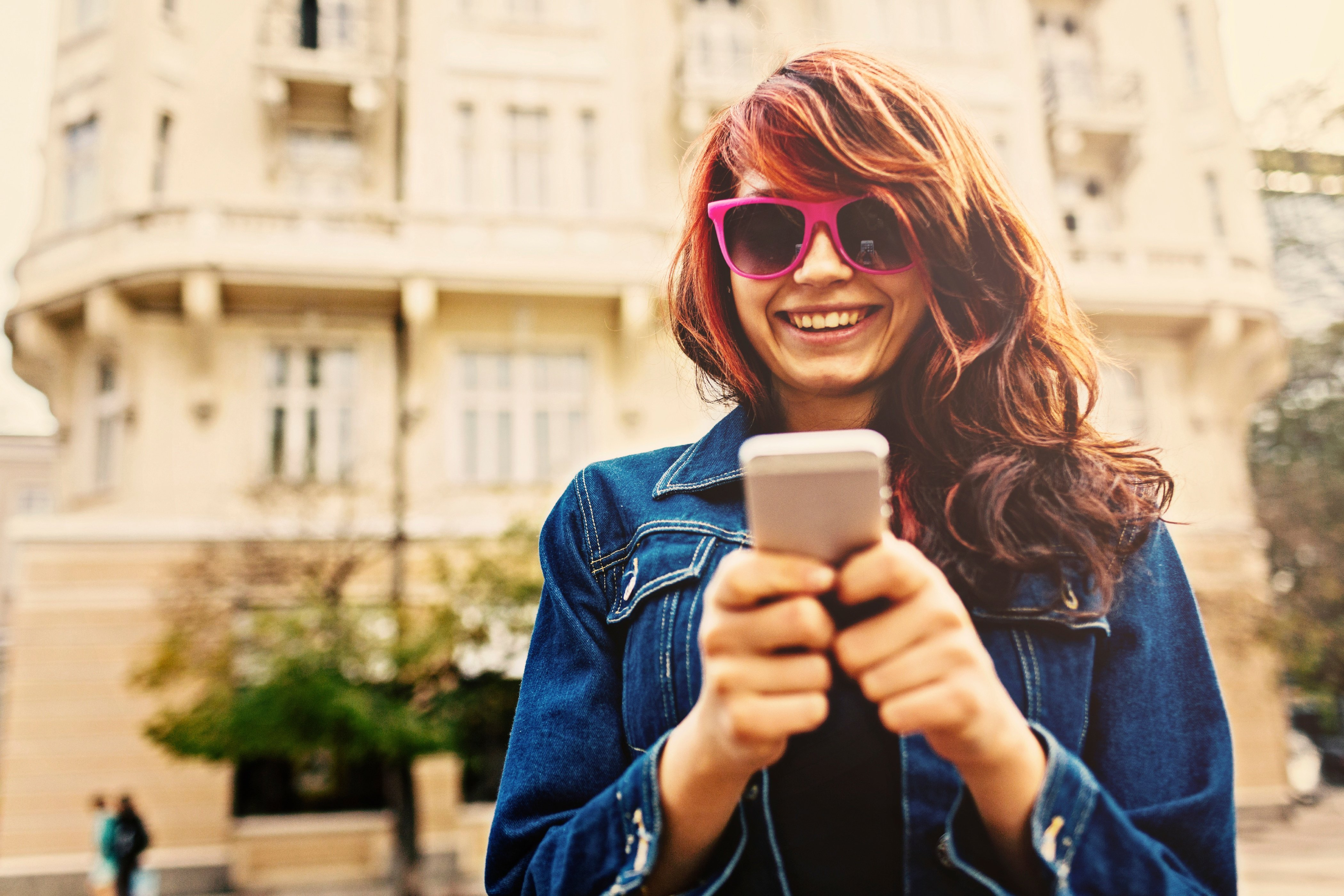 Girl_and_phone.jpg