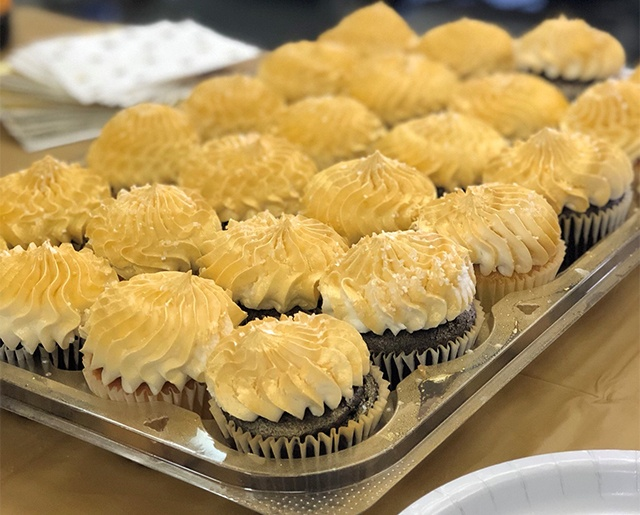 Gold Toast-cupcakes